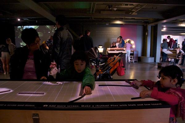 Making music with light sensors at the Exploratoreum!