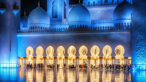 Grand Mosque in Abu Dhabi illuminated at night.