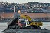 Gråberg fra utbyggingen av SILA hos LKAB tippes i havet for å utvide havnearealet.