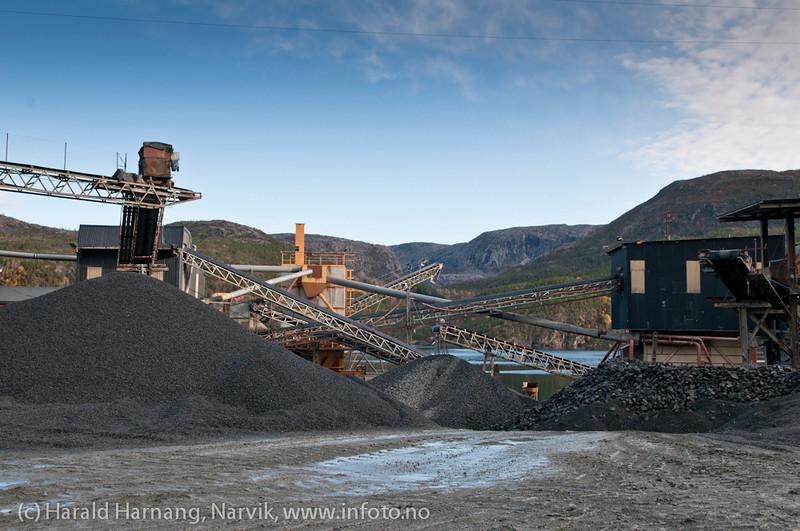 Pukkverk og asfaltverk i Rombaken, like innafor Rombaksbrua. 6. november 2011.