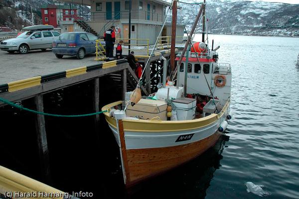 En av de få profesjonelle fiskerne i Narvik driver rekefiske, og selger fangst fra Narvik havn.