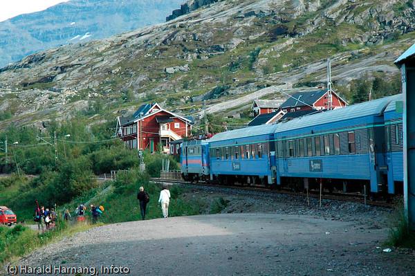 NSB Ofotbanen, Riksgränsen stasjon, første på svensk side av grensen.
