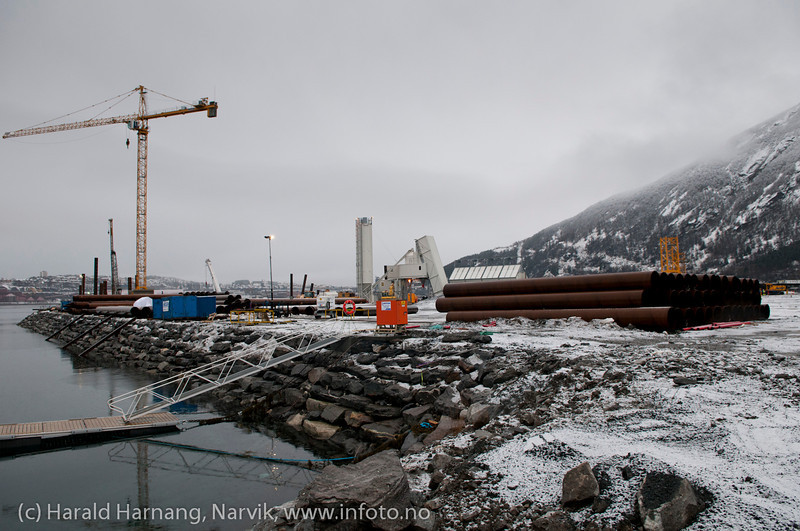 Lørdag 11. februar 2012: Fagernes, utbygging av malmskipningskai for Northland Ressourses. Utbygger: PEAB.<br /> Northland Resourses shipping facilities in Narvik under construction.