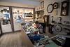 Urmaker Trond Karoliussen i sin forretning i Kongens gate. Han er en av - etterhvert - få urmakere igjen i Norge, dvs. at den sorten som kan faget og kan reparere ur. Foto 5. august 2016
