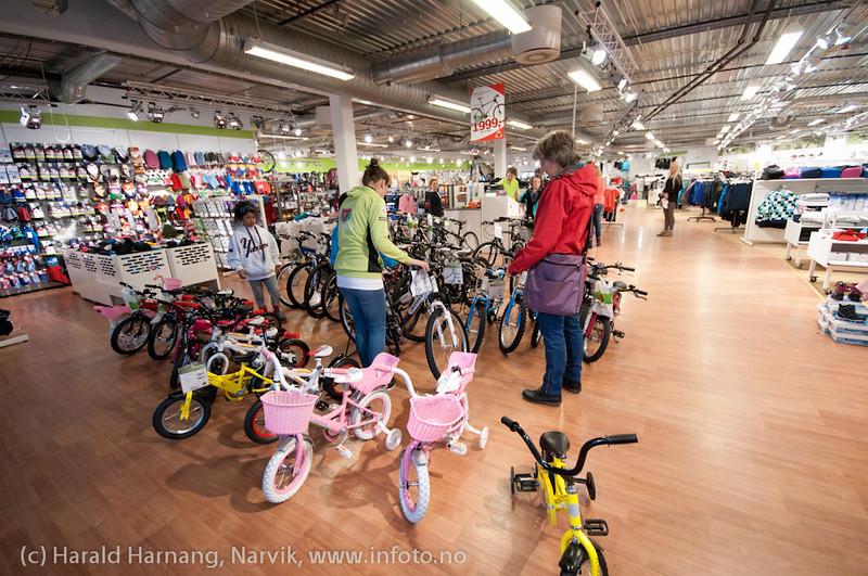 27. april 2011: Narvik storsenter, sjekke sykkel