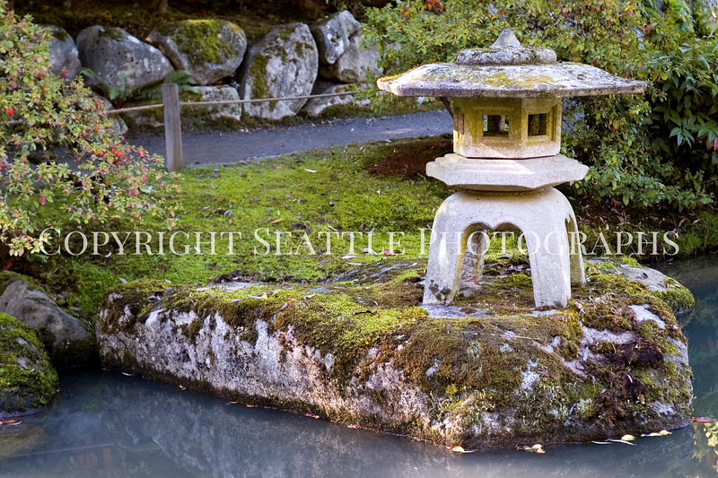 Japanese Garden Lantern 4