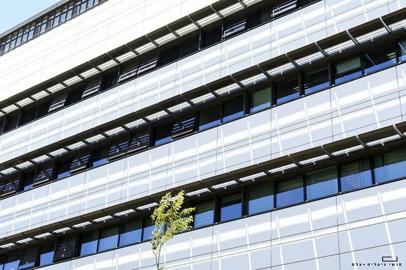 צילום אדריכלות: חיפויי אלומיניום וטרקוטה של קבוצת ענק. משרדי חברת עזריאלי, קרית-אתא