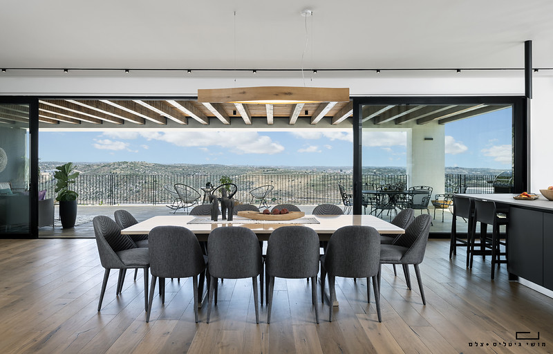 בית באזור עמק חפר. אדריכלות: דויד קוהאן. תאורה: אלפינה