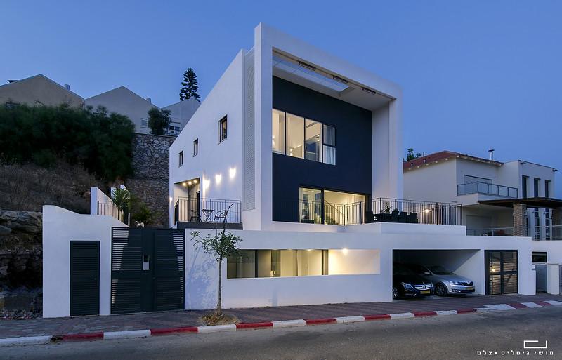 בית באזור המרכז, אדריכלות: יהושע שעשוע וחנן פרץ