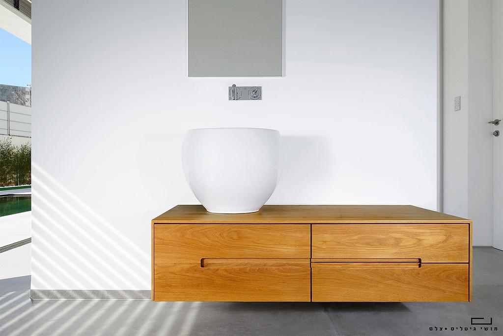 מזנון אמבטיה. צולם עבור גיא רז