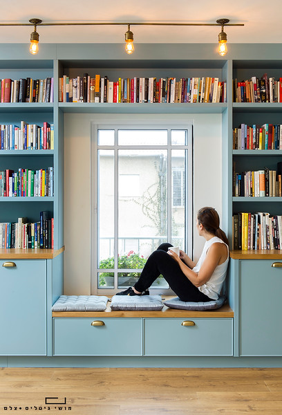 ספריה בבית באזור השפלה. עיצוב פנים: מירב קצמן. נגרות: גיא גולד