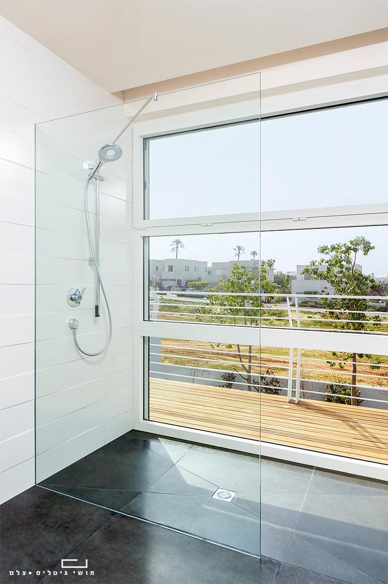 צילום אדריכלות ומוצר: מעקות, מקלחונים, חיפויים ומראות של חברת פרפקטו