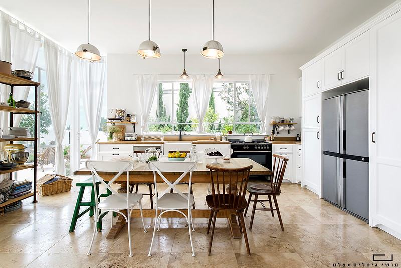 מטבח בבית באזור השפלה. אדריכלות: חמוטל אביטל