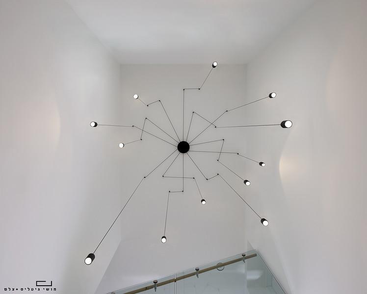 בית בפתח-תקוה. אדריכלות: יובל כנעני אדריכלים. תאורה: דורי קמחי תאורה אדריכלית