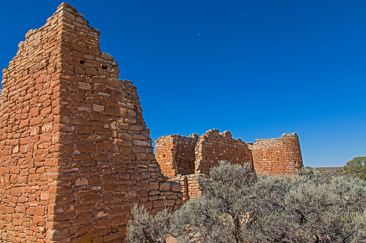 This structure, known as Hovenweep Castle, sits on the edge of Little Ruin Canyon. Growth ring dating of a beam in one building indicates the log had been cut in 1277.