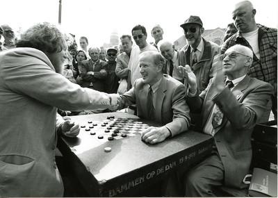 17 aug '96  Burgemeester S Patijn accepteert remise van Ton Sijbrands
