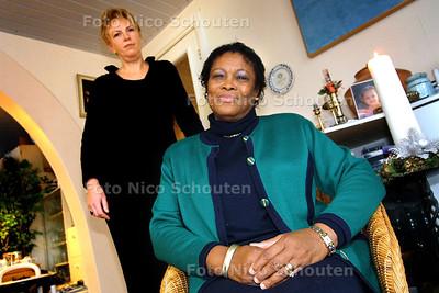 HC - ZUSTER JULEN EN ANNEMARIE COTTAAN - DEN H AAG 2 DECEMBER 2003 - FOTO: NICO SCHOUTEN
