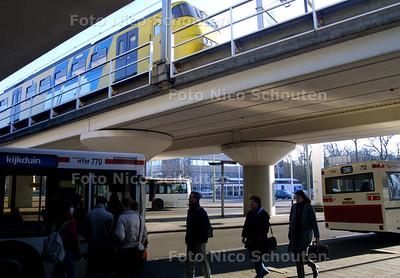 HC - STATION VOORBURG - Momenteel is het niet overzichtelijk rondom station Voorburg - VOORBURG 18 FEBRUARI 2003 - FOTO: NICO SCHOUTEN