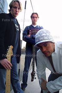 HC - BANDJE - v.l.n.r. gitarist/songwriter Christiaan Lippmann, bassist Duco Lippmann en zanger Seb v.d. Berg - DEN HAAG 19 FEBRUARI 2003 - FOTO: NICO SCHOUTEN
