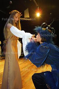 HC UIT FRONT - JEUGDTHEATER MERLIJN - DEN HAAG 9 FEBRUARI 2003 - FOTO: NICO SCHOUTEN