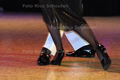 HC - STADSBAL IN ATRIUM - Demonstratiedans Tango - DEN HAAG 15 FEBRUARI 2003 - FOTO: NICO SCHOUTEN
