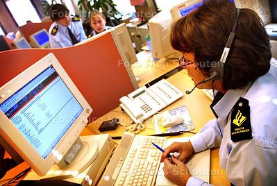 HC - CALLCENTER POLITIE HAAGLANDEN - DEN HAAG 26 FEBRUARI 2003 - FOTO: NICO SCHOUTEN
