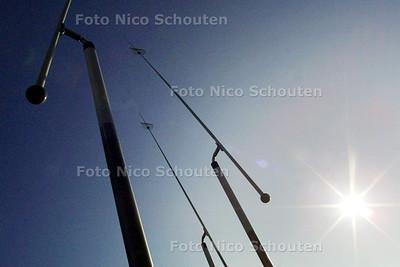 HC - KUNSTWERK SCHAAPWEG HERPLAATST - RIJSWIJK 20 FEBRUARI 2003 - FOTO: NICO SCHOUTEN