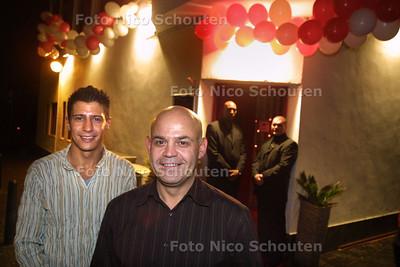 HC - OPENING XSII - Adiel (l) en Eddie (r) voor de discotheek XSII - DEN HAAG 9 FUBRUARI 2003 - FOTO: NICO SCHOUTEN