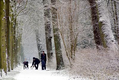 SNEEUW - De Scheveningsweg - DEN HAAG 5 JANUARI 2002 - FOTO: NICO SCHOUTEN