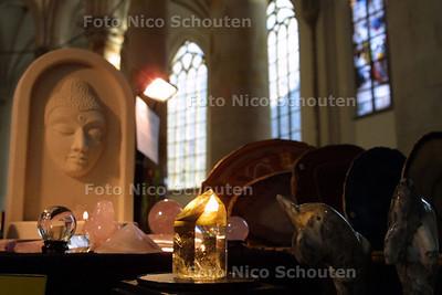 HC - PARANORMAALBEURS IN GROTE KERK - DEN HAAG 4 JANUARI 2003 - FOTO: NICO SCHOUTEN