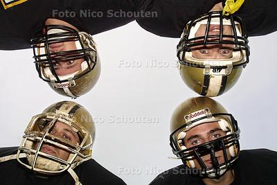 HZ - AMERICAN FOOTBALL SPELERS - Met de klok mee, Richard Zimmerman, Wim Hoekstra, Michel Zimmerman en Ralph Versendaal - ZOETERMEER 8 JULI 2003 - FOTO: NICO SCHOUTEN