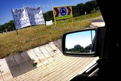 HC - SPANDOEKEN ROND VLIEGVELD VALKENBURG - KATWIJK 15 JULI 2003 - FOTO: NICO SCHOUTEN