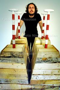 HC - YVO VAN DER VAT, INSIDE SCULPTURE - DEN HAAG 19 JUNI 2003 - FOTO: NICO SCHOUTEN
