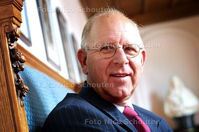 HC - MARIUS VAREKAMP, SENATOR VVD, VERLAAT EERSTE KAMER - DEN HAAG 3 JUNI 2003 - FOTO: NICO SCHOUTEN
