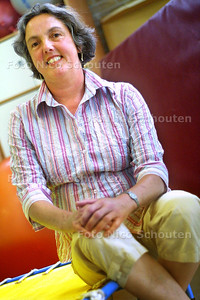 HC - MEVROUW LUCHT KRIJGT ONDERSCHEIDING VOOR PAARDRIJTHERAPIE - RIJSWIJK 19 JUNI 2003 - FOTO: NICO SCHOUTEN