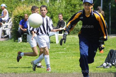 HC - SPORTDAG VOOR JONGEREN (POTJE VOETBAL) ERG BOEIEND - VOORBURG 21 JUNI 2003 - FOTO: NICO SCHOUTEN