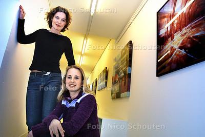 HC - MARIEKE TOBIAS EN KIRSTIN NIJMAN IN HUN NIEUEWE GALERIE - DEN HAAG 1 MAART 2003 - FOTO: NICO SCHOUTEN
