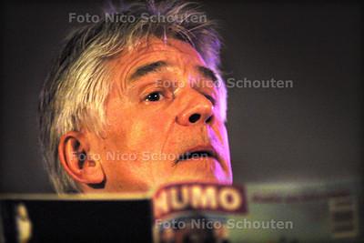HC - KEES VAN KOOTEN OP LEESNACHT - DEN HAAG 15 MAART 2003 - FOTO: NICO SCHOUTEN