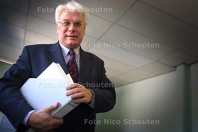 HC - WILLEM OKKERSE, FINANCIEEL ANALIST - RIJSWIJK 18 MAART 2003 - FOTO: NICO SCHOUTEN