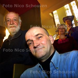 HC - TONEEL IN ALOYSIUS COLLEGE - Jan 't Lam (l) en Paul Flaton - DEN HAAG 8 MAART 2003 - FOTO: NICO SCHOUTEN
