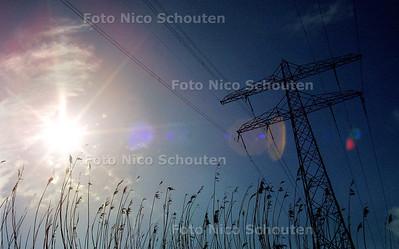 EIGEN FOTO - THEMAFOTO: STROOM, ENERGIE, ELECTICITEIT, HOOGSPANNING, NATUUR - VOORSCHOTEN 1 MAART 2003 - FOTO: NICO SCHOUTEN