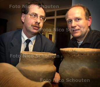 HC - ARCHEOLOGENCLUB - Wilco de Jonge (l) en Twane van Wieringen - LEIDSCHENDAM 4 MAART 2003 - FOTO:NICO SCHOUTEN