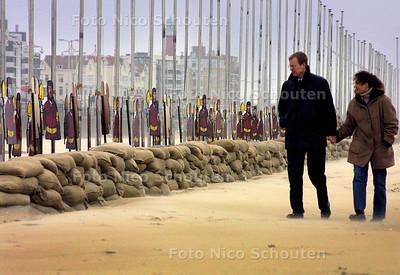 HC - STRANDWAL SCHEVENINGEN - De strandwal om een eventuele invasie van de VS het hoofd te bieden is bijna klaar -  DEN HAAG 10 februari 2003 - FOTO: NICO SCHOUTEN