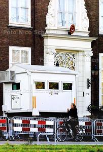 POLITIEBEWAKINGSPOST VOOR TURKSE AMBASSADE - DEN HAAG 5 NOVEMBER 2003 - FOTO: NICO SCHOUTEN