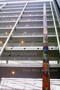 HC - HOOGSTE KUNSTWERK IN ATRIUM - DEN HAAG 15 NOVEMBER 2003 - FOTO: NICO SCHOUTEN