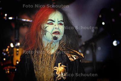 HC - KIDSHALLOWEEN IN ZICHTENBURG - Winnaar van de verkleedpartij - DEN HAAG 1 NOVEMBER 2003 - FOTO: NICO SCHOUTEN