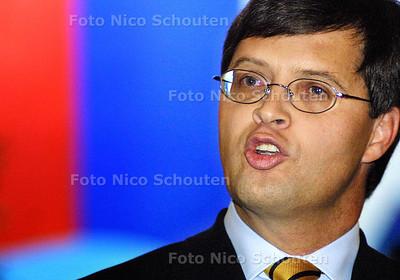 GEEN VOORSTEL VAN WET BIJ STATEN-GENERAAL - Balkenende geeft een persconferentie om het besluit toe te lichten waarom een huwelijk tussen prins Johan Friso en mevrouw Wisse Smit onwenselijk is - DEN HAAG 10 OKTOBER 2003 - FOTO: NICO SCHOUTEN ATTENTIE: GEEN GPD !!!