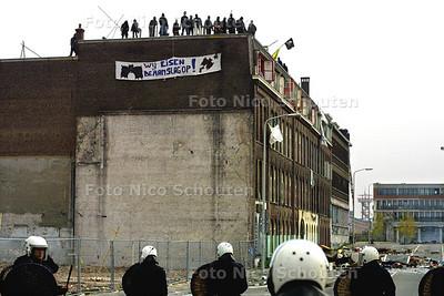 ONTRUIMING BLAUWE AANSLAG - DEN HAAG 3 OKTOBER 2003 - FOTO: NICO SCHOUTEN