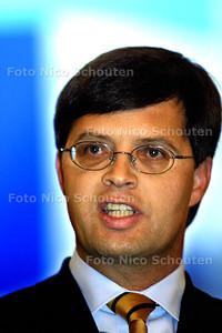 GEEN VOORSTEL VAN WET BIJ STATEN-GENERAAL - Balkenende geeft een persconferentie om het besluit toe te lichten waarom een huwelijk tussen prins Johan Friso en mevrouw Wisse Smit onwenselijk is - DEN HAAG 10 OKTOBER 2003 - FOTO: NICO SCHOUTEN