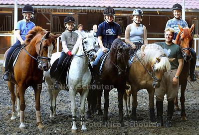 HC - PONNY DRESSUUR, VLNR DANIQUE, MANDY,THESSA,CORINNE, JEFF EN JEFFREY - WASSENAAR 3 SEPTEMBER 2003 - FOTO: NICO SCHOUTEN